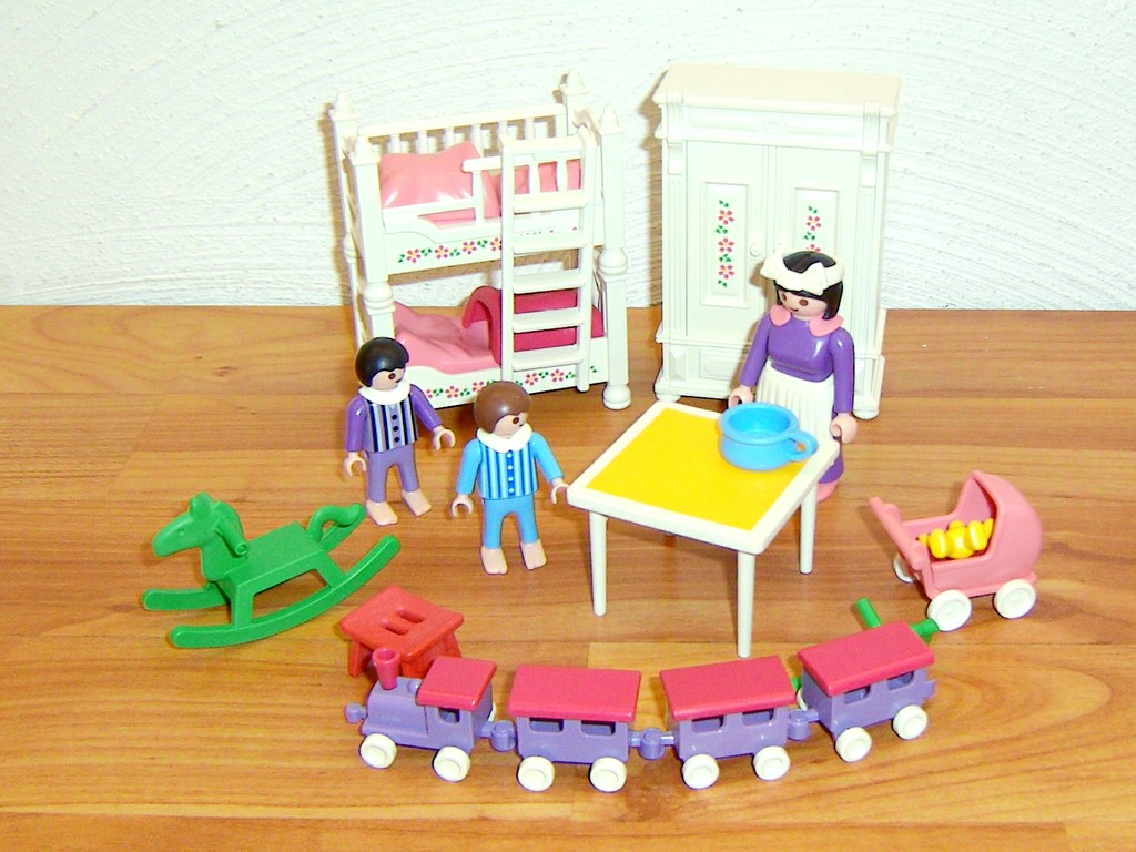Playmobil frohliches kinderzimmer 5333 bei spar toys 21 for Playmobil kinderzimmer 4287